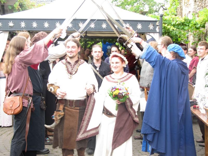 Mittelalterliche Hochzeit Saebelspalier